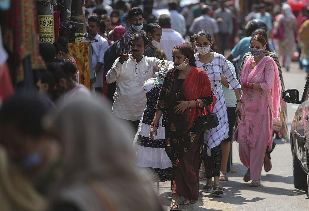 Ινδία: Ξεπέρασαν τους 450.000 οι θάνατοι από κορονοϊό – Σχεδόν 34 εκατομμύρια κρούσματα συνολικά