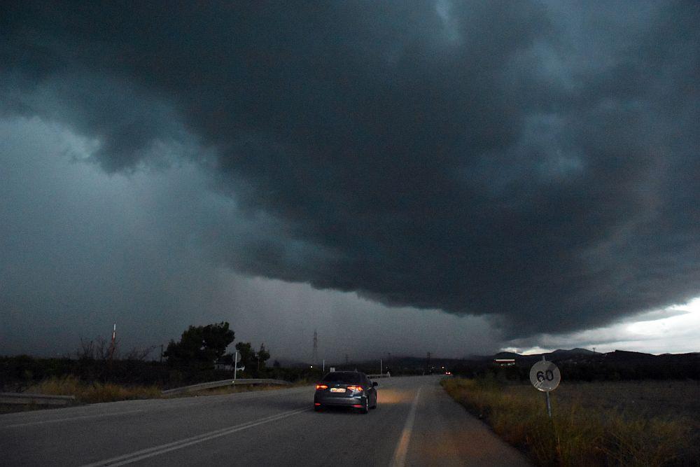Έκτακτο δελτίο επικίνδυνων καιρικών φαινομένων: Έρχονται καταιγίδες, θυελλώδεις άνεμοι και αισθητή πτώση της θερμοκρασίας