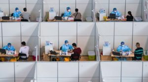 Κίνα: Εμβολιάστηκαν πάνω από ένα δισεκατομμύριο πολίτες, το 76% του πληθυσμού