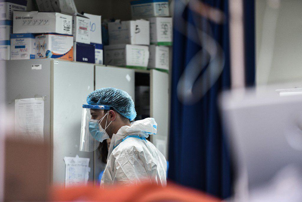 Υπό τη συνεχή πίεση της πανδημίας με: 31 νεκρούς – 343 διασωληνωμένους – 2.338 νέα κρούσματα