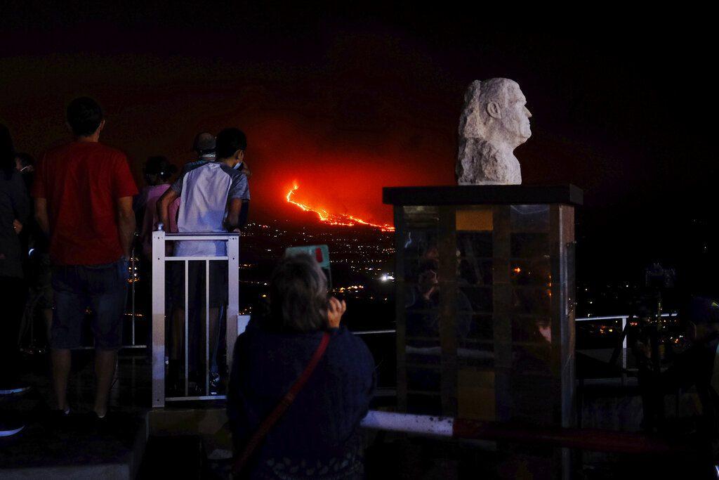 Ισπανία: Η λάβα του ηφαιστείου Λα Πάλμα κατέστρεψε εργοστάσιο τσιμέντου
