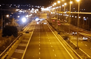 Κλειστή για αρκετή ώρα η Εθνική οδός στο ύψος των Μεγάρων λόγω διαμαρτυρίας Ρομά