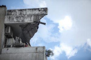 Κακοκαιρία «Μπάλλος»: Κατέρρευσε και δεύτερο μπαλκόνι