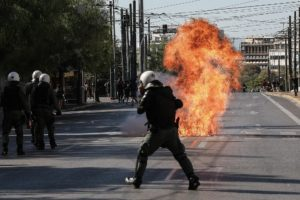 Θεσσαλονίκη: Εννέα προσαγωγές και ένας τραυματίας σε σοβαρά επεισόδια τα ξημερώματα (Video)