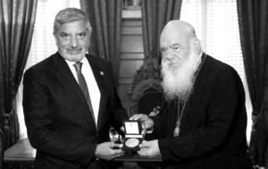 Σε δουλειά να βρισκόμαστε: Μετάλλιο από τον Ιερώνυμο στον Πατούλη