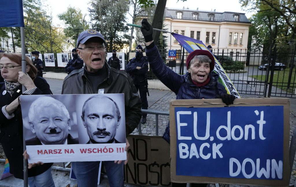Πολωνία: «Ναι μεν αλλά» για το αν θα σεβαστεί το ευρωπαϊκό δίκαιο