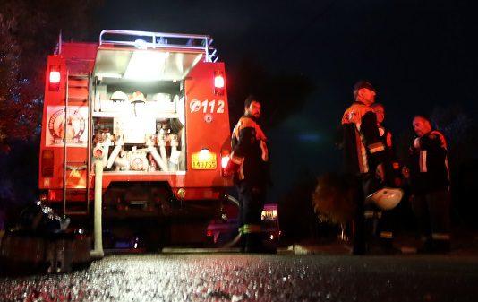 Αθήνα: Σοβαρές ζημιές σε 11 σταθμευμένα οχήματα από φωτιά σε απορριμματοφόρο