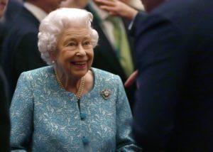 Βρετανία: Στο νοσοκομείο για μια νύχτα η βασίλισσα Ελισάβετ