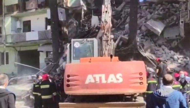 Κατάρρευση πενταώροφου κτιρίου στη Γεωργία – Πληροφορίες για εγκλωβισμένους (Video)