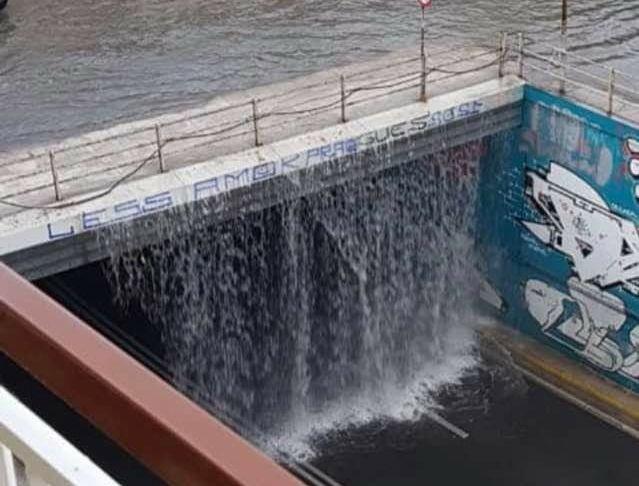 Κακοκαιρία «Μπάλλος»: Δρόμοι – «ποτάμια» στην Αθήνα – Διακοπές κυκλοφορίας στην Πειραιώς – Μήνυμα από το 112 και στην Αττική