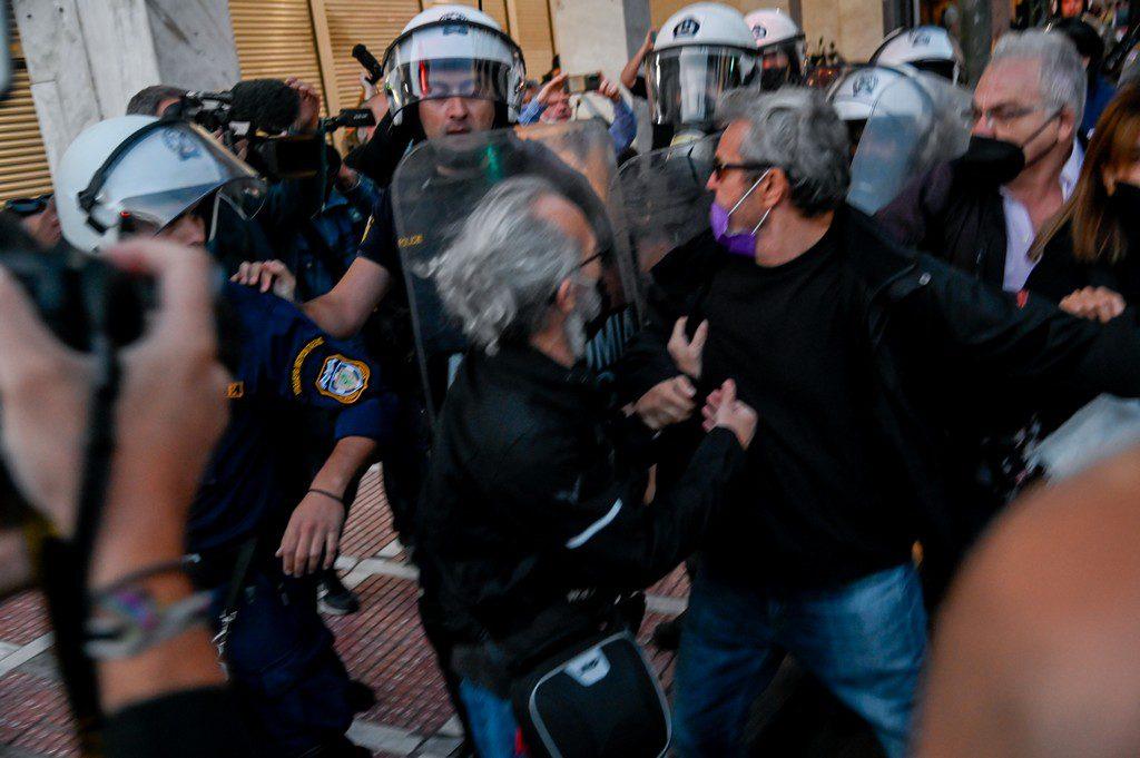 Απρόκλητη επίθεση της αστυνομίας στο πανεκπαιδευτικό συλλαλητήριο – Ξύλο και χημικά στους διαδηλωτές (Photos)