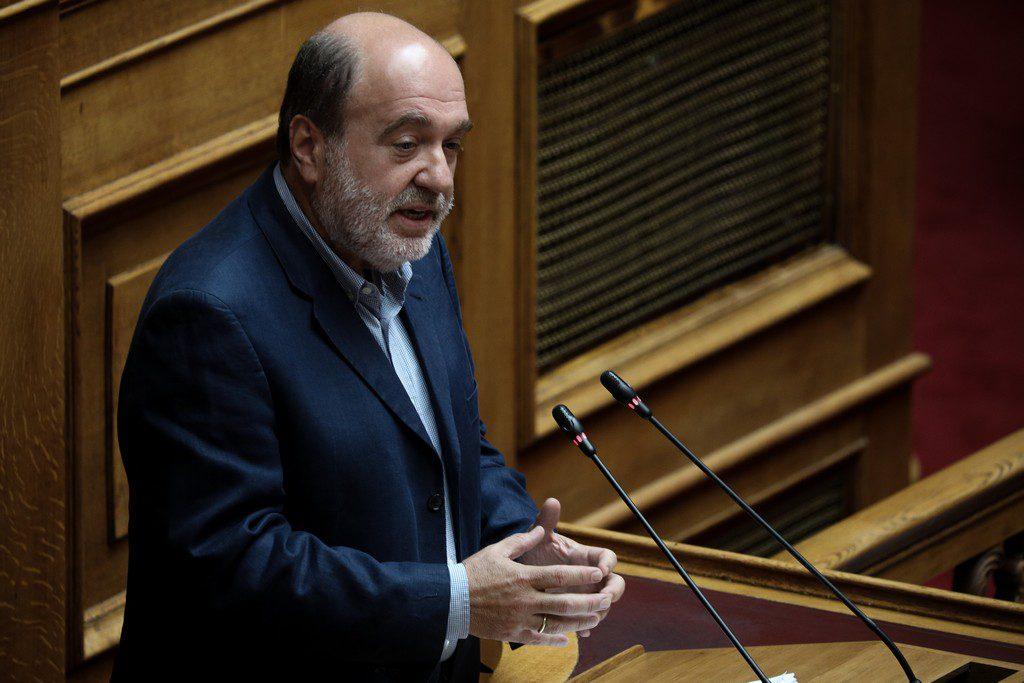 Τρύφων Αλεξιάδης: Μύθος της ΝΔ ότι ο ΣΥΡΙΖΑ αδίκησε τη μεσαία τάξη