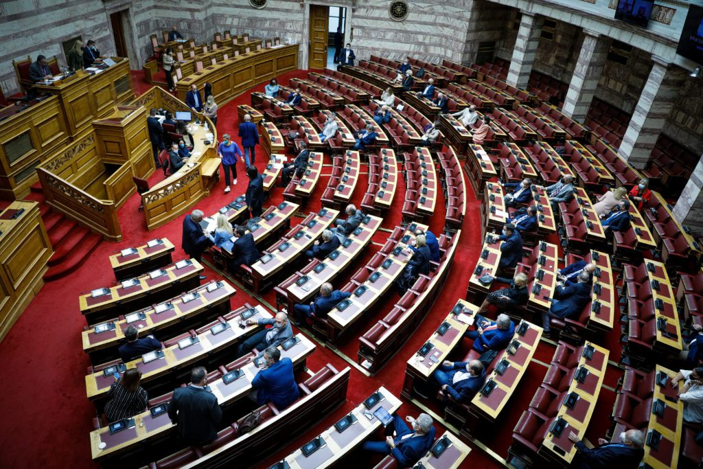 Βουλή: Μετωπική Μητσοτάκη – Τσίπρα για την ελληνογαλλική συμφωνία (LIVE)